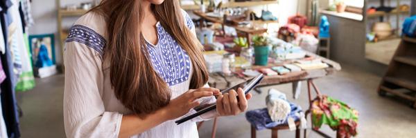 Boutique assistant using tablet