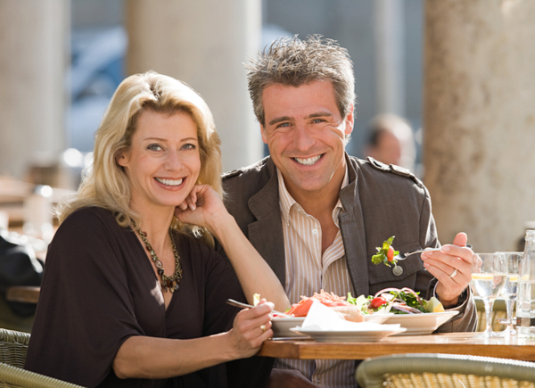 SU - Image of Portrait of a couple dining